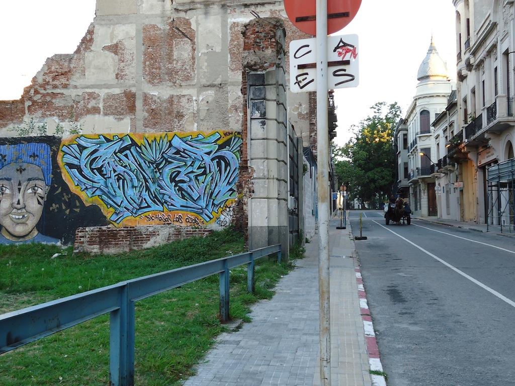 mural nex to bienal